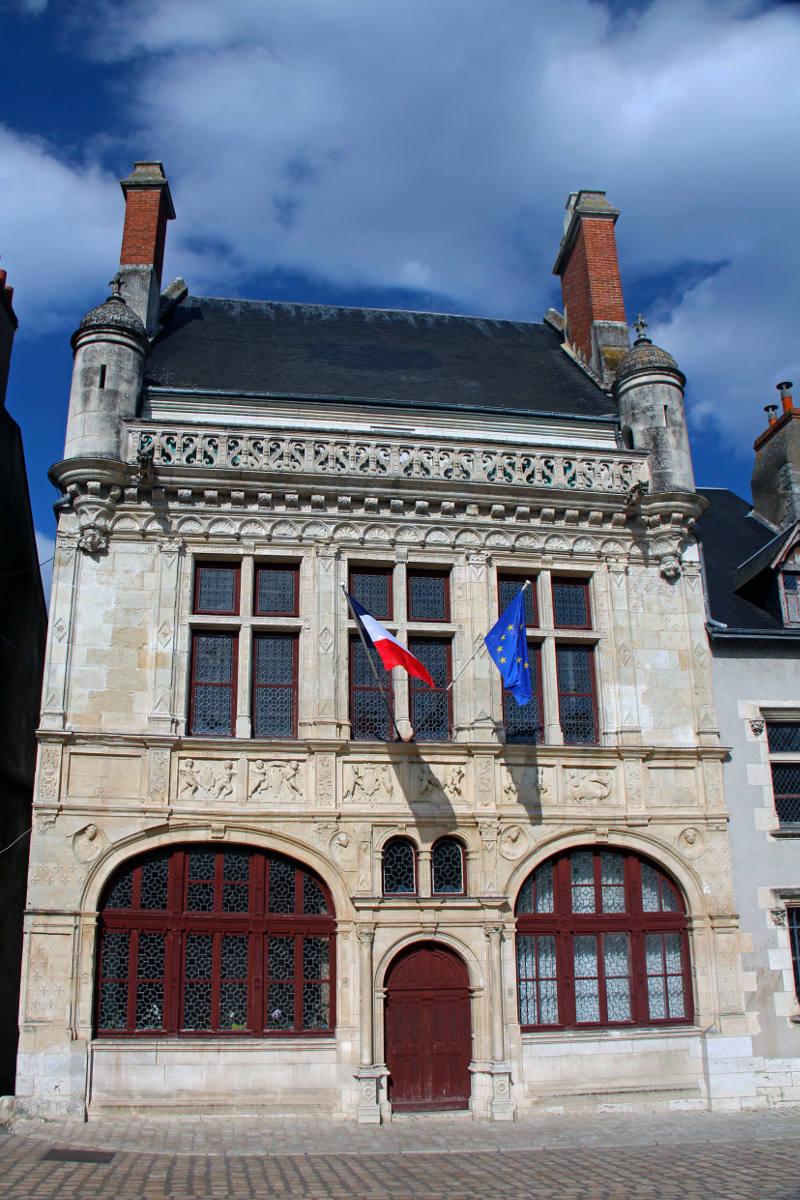 (c) Hôtel de Ville – D. Daury – Office de Tourisme de Beaugency – Copie