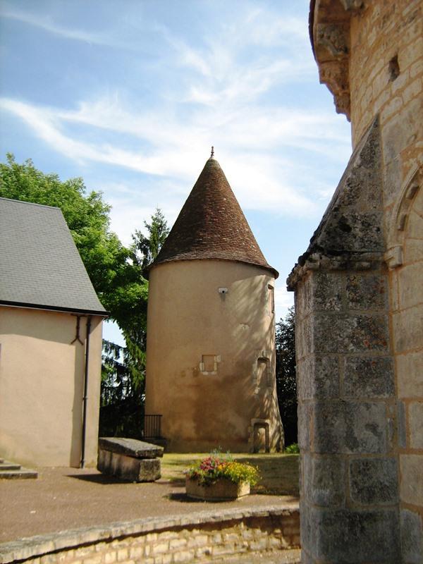 Tour XVe siècle du château de Neuvy-Pailloux