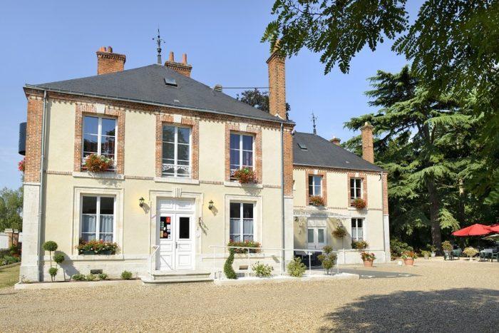 Villa-des-Bordes-facade-reduit