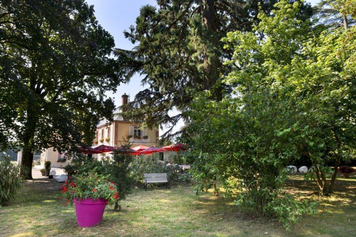 Villa-des-Bordes-Hotel-vue-du-parc